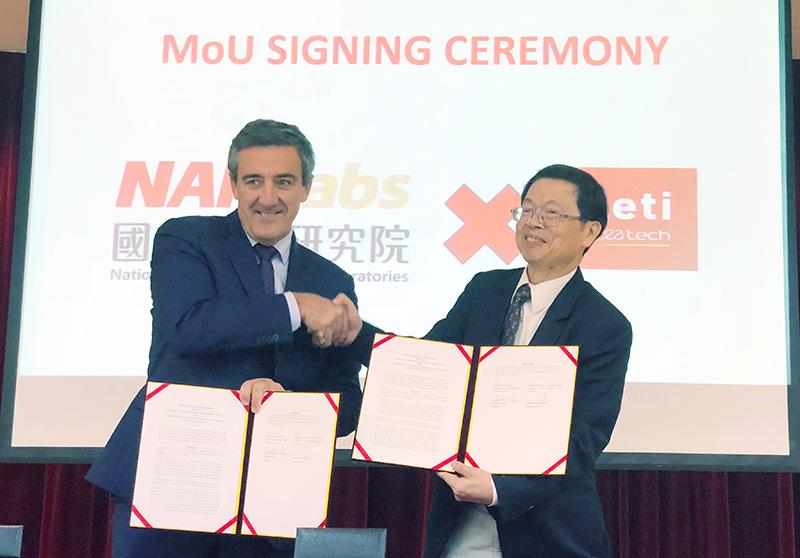 國研院吳光鐘副院長(右)與LETI_Emmanuel_Sabonnadiere執行長代表簽署合作意向書