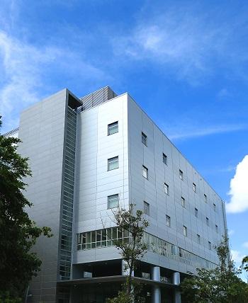 國家生技研究園區G棟實驗動物中心大樓外觀。