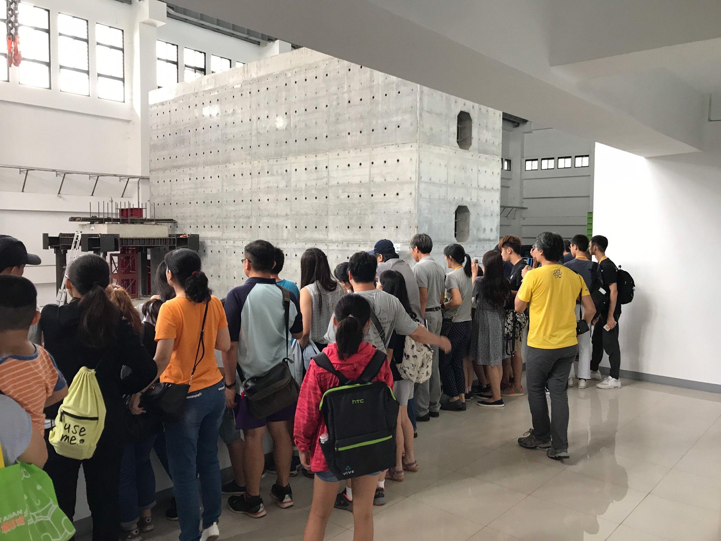 民眾參訪國震中心