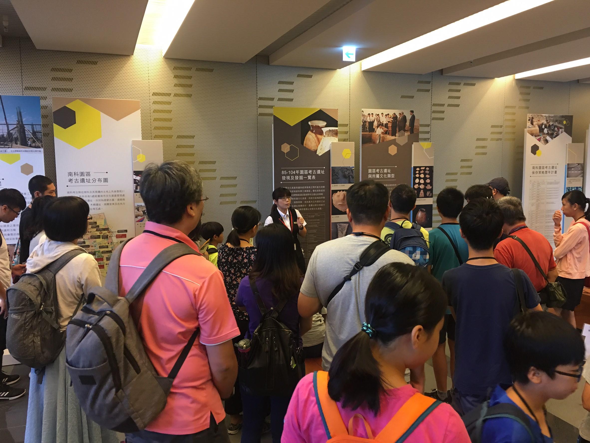 民眾參訪南科考古館