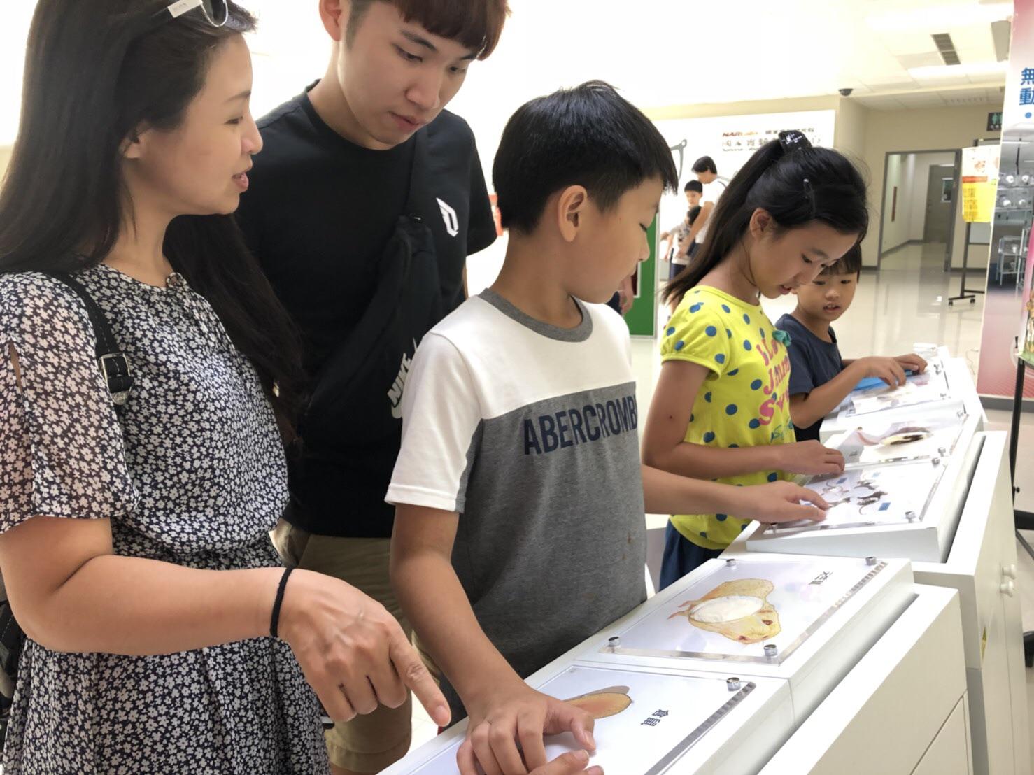 民眾參訪動物中心