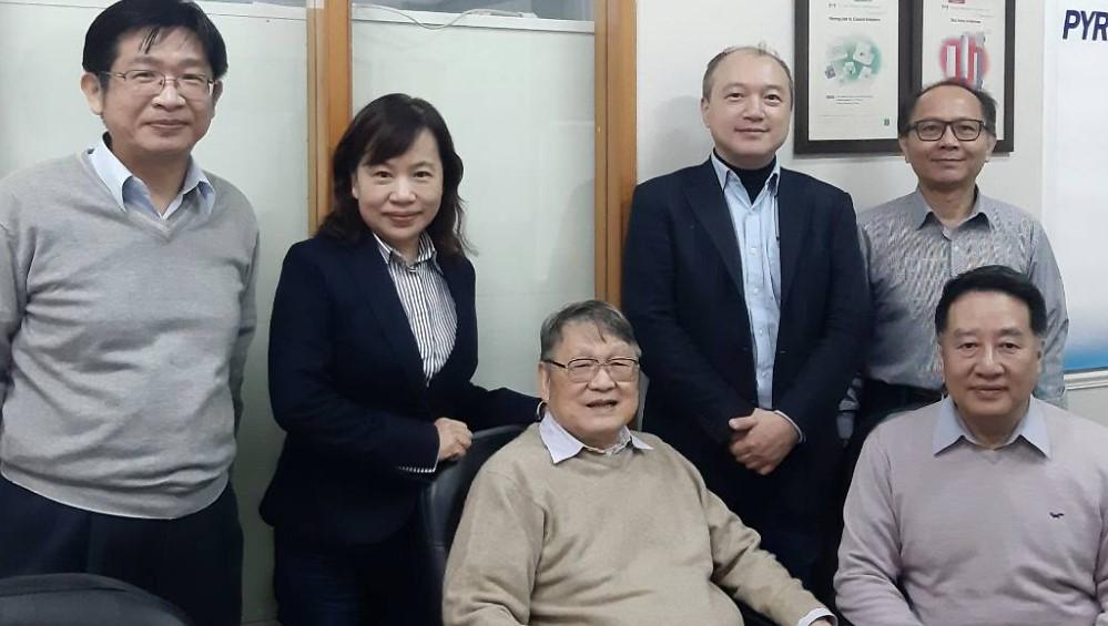 衛星通訊專家陳明輝博士(中間)